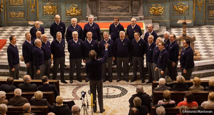 il coro in formazione